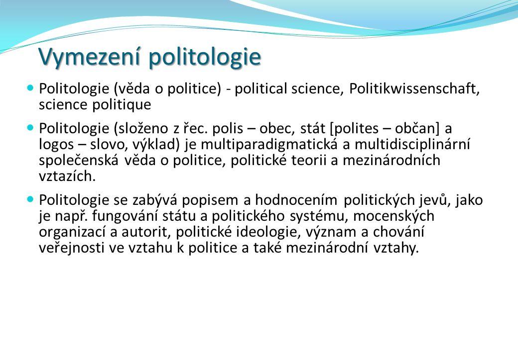 Vymezení politologie Definice politiky - dvě základní metody: historicko-sémantická funkčně strukturální Dle historicko-sémantické metody je pojem politika odvozen od pojmu polis, což v městském státu antického Řecka znamenalo osídlení, jež bylo obranyschopné, zorganizované a samostatné.