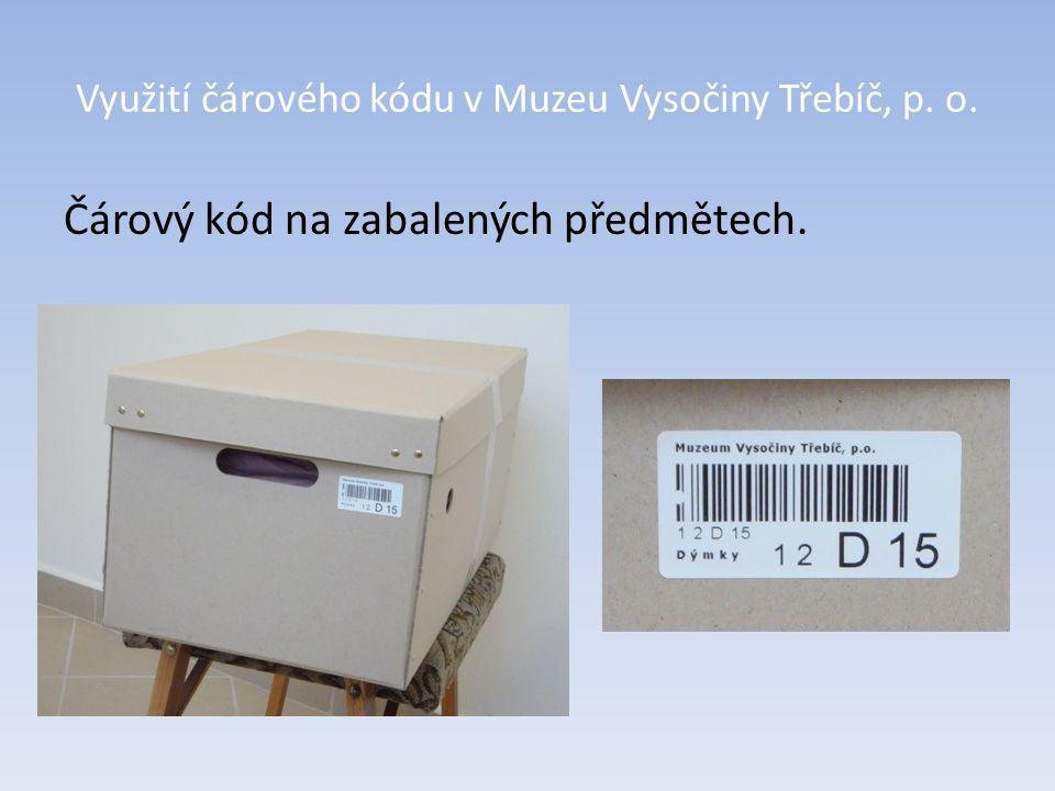 Čárový kód na zabalených předmětech.