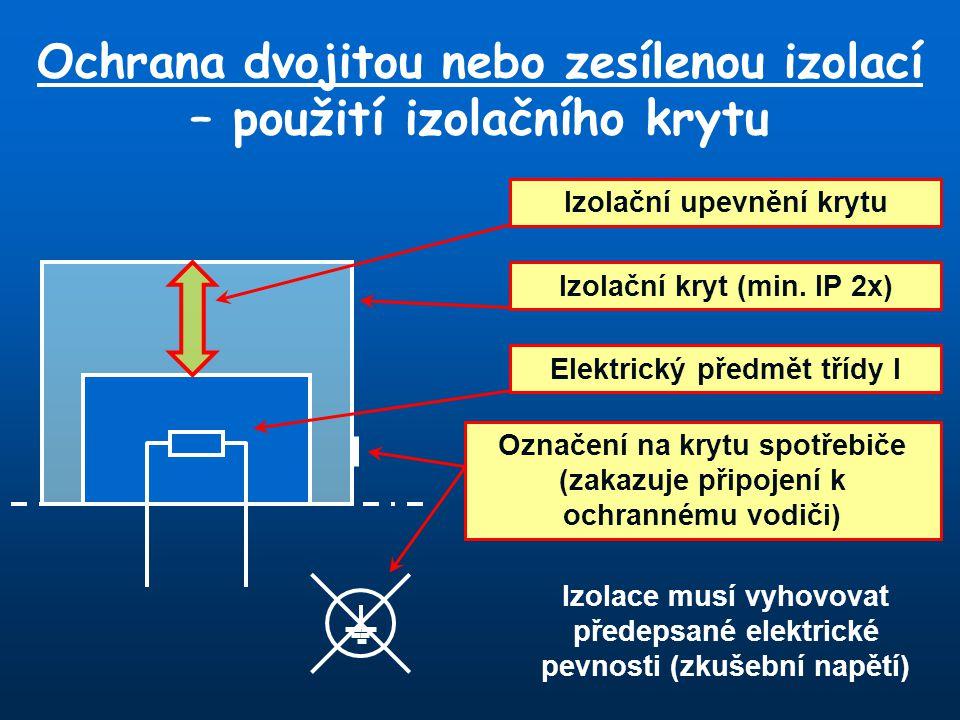 Ochrana dvojitou nebo zesílenou izolací – použití izolačního krytu Elektrický předmět třídy I Izolační kryt (min. IP 2x) Izolační upevnění krytu Označ