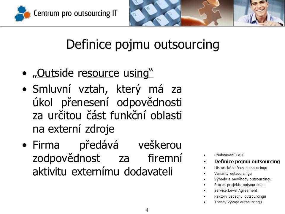 """""""Outside resource using"""" Smluvní vztah, který má za úkol přenesení odpovědnosti za určitou část funkční oblasti na externí zdroje Firma předává vešker"""