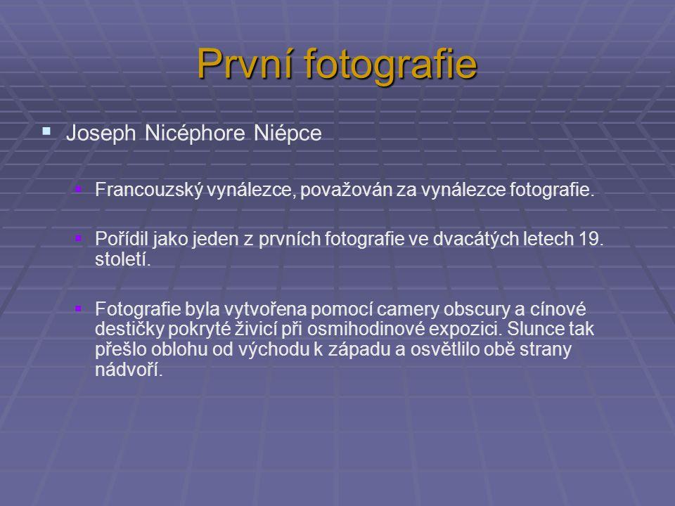 První fotografie  Joseph Nicéphore Niépce  Francouzský vynálezce, považován za vynálezce fotografie.  Pořídil jako jeden z prvních fotografie ve dv