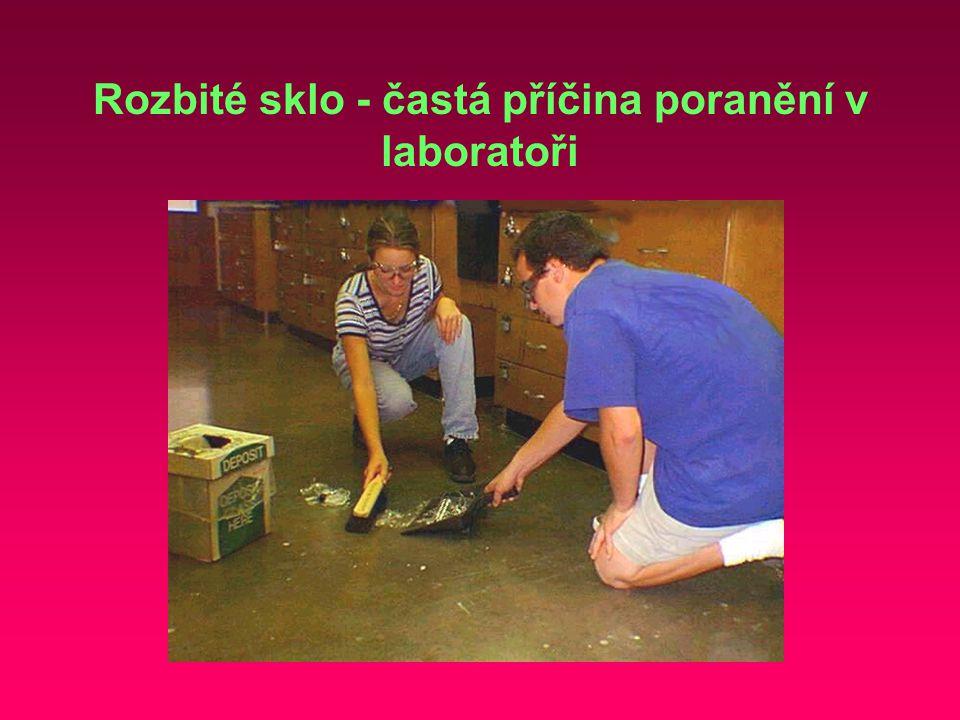 Rozbité sklo - častá příčina poranění v laboratoři