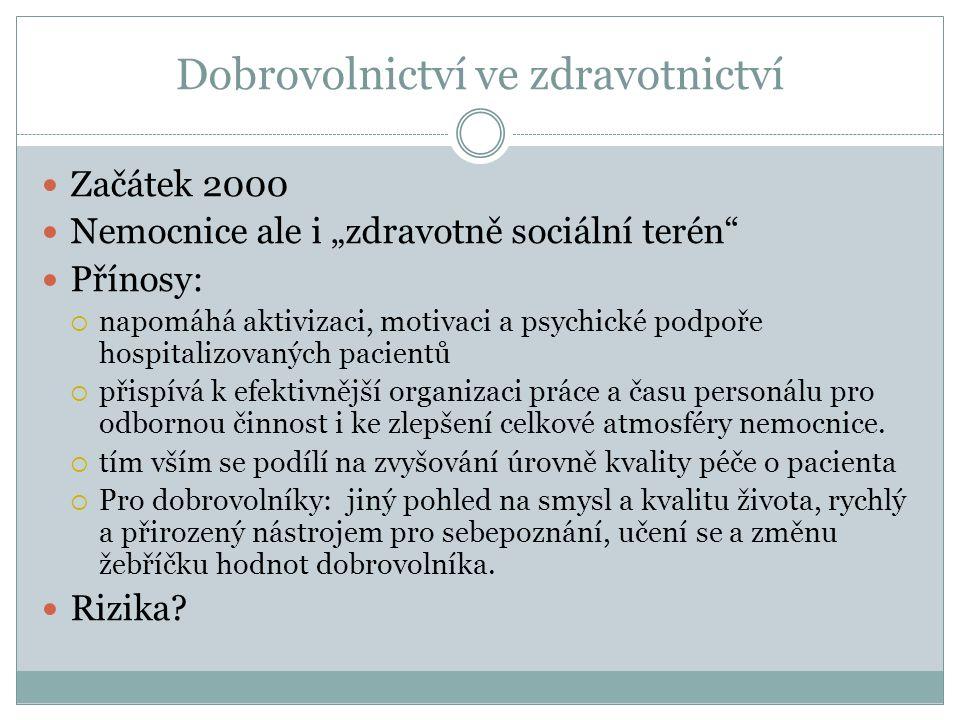 """Začátek 2000 Nemocnice ale i """"zdravotně sociální terén"""" Přínosy:  napomáhá aktivizaci, motivaci a psychické podpoře hospitalizovaných pacientů  přis"""