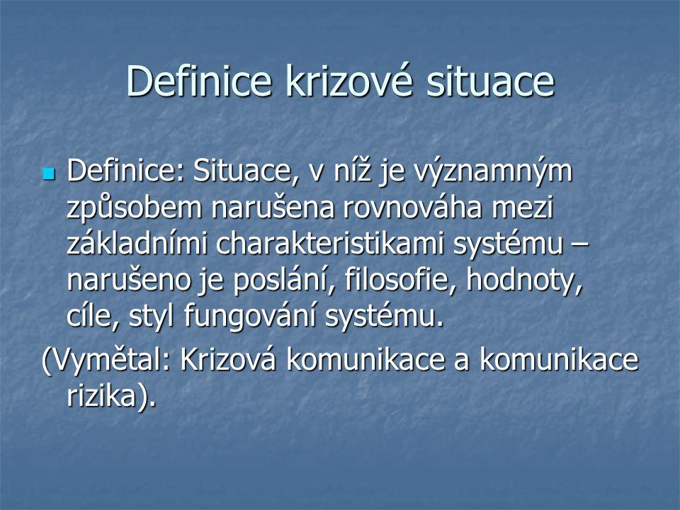 Definice krizové situace Definice: Situace, v níž je významným způsobem narušena rovnováha mezi základními charakteristikami systému – narušeno je pos