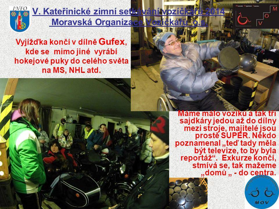 V. Kateřinické zimní setkávání vozíčkářů 2014 Moravská Organizace Vozíčkářů o.s. Máme málo vozíků a tak tři sajdkáry jedou až do dílny mezi stroje, ma