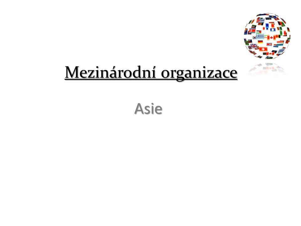 APEC APEC (Asijsko-pacifické hospodářské společenství, Asia-Pacific Economic Cooperation) Založené 1989 Členské státy: Austrálie, Brunej, Čína (1993), Filipíny, Honkong (1993), Indonésie, Japonsko, Kanada, Korejská republika, Malajsie, Nový Zéland, Singapur, Taiwan (1993), Thajsko, USA – V druhé polovině devadesátých let bylo přijato dalších šest států: Chile, Mexiko, Papua - Nová Guinea, Peru, Rusko, Vietnam.
