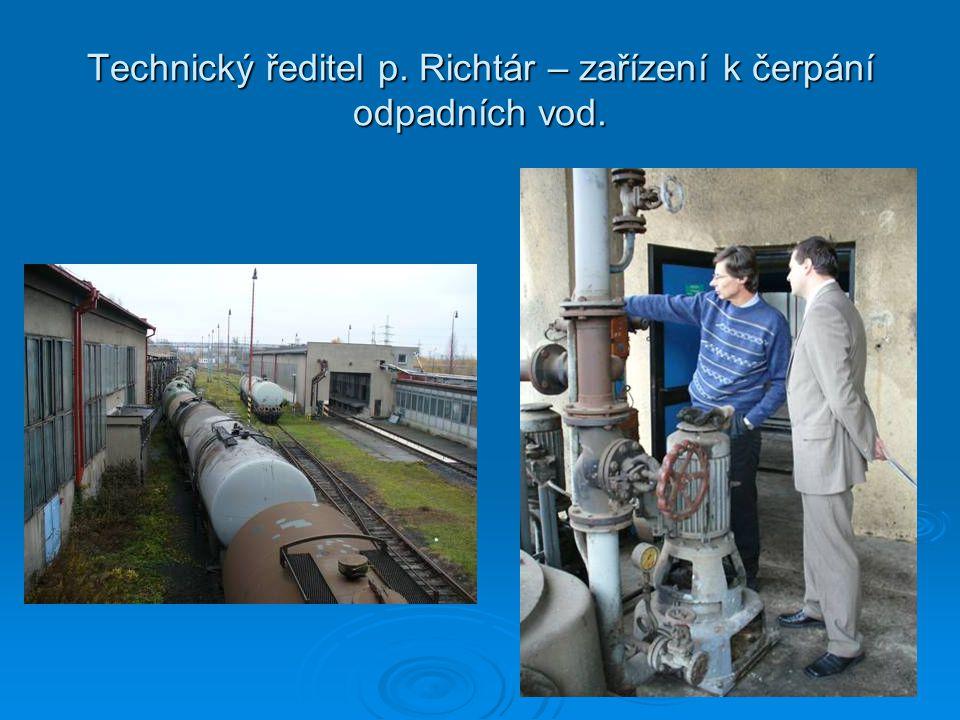 Technický ředitel p. Richtár – zařízení k čerpání odpadních vod.