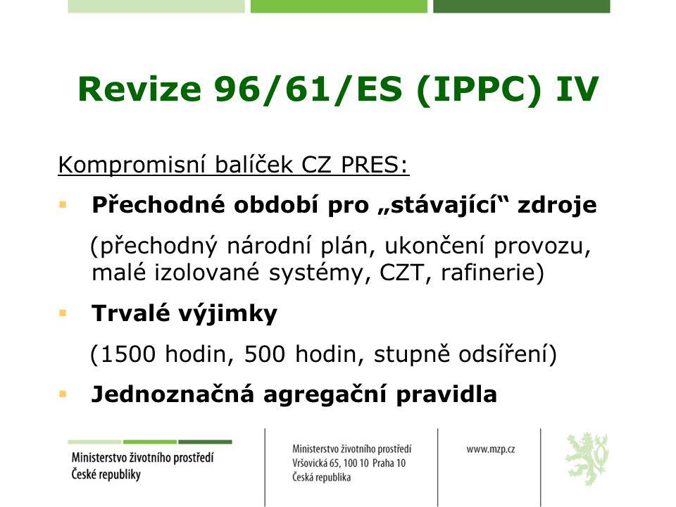 """Revize 96/61/ES (IPPC) IV Kompromisní balíček CZ PRES:  Přechodné období pro """"stávající zdroje (přechodný národní plán, ukončení provozu, malé izolované systémy, CZT, rafinerie)  Trvalé výjimky (1500 hodin, 500 hodin, stupně odsíření)  Jednoznačná agregační pravidla"""