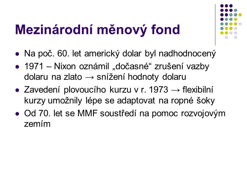 """Mezinárodní měnový fond Na poč. 60. let americký dolar byl nadhodnocený 1971 – Nixon oznámil """"dočasné"""" zrušení vazby dolaru na zlato → snížení hodnoty"""