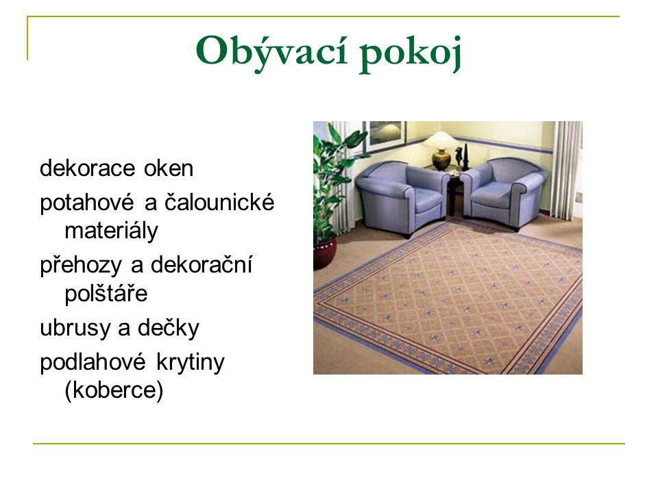Obývací pokoj dekorace oken potahové a čalounické materiály přehozy a dekorační polštáře ubrusy a dečky podlahové krytiny (koberce)