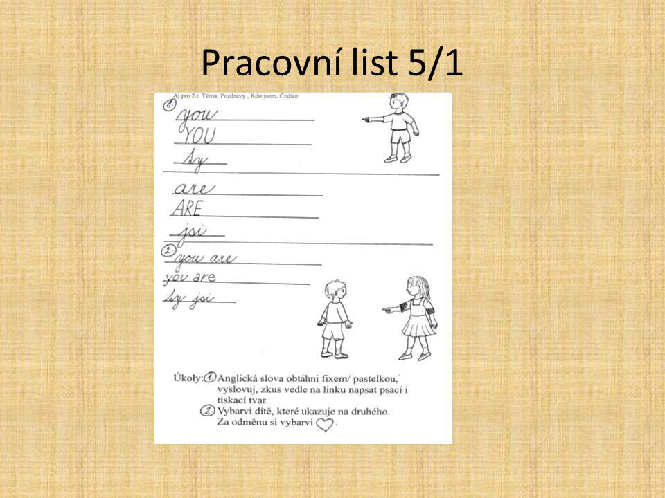 6. Vezmi pracovní list Anglická slova obtáhni fixem/pastelkou, vyslovuj, zkus vedle na linku napsat psací i tiskací tvar. Vybarvi dítě, které ukazuje