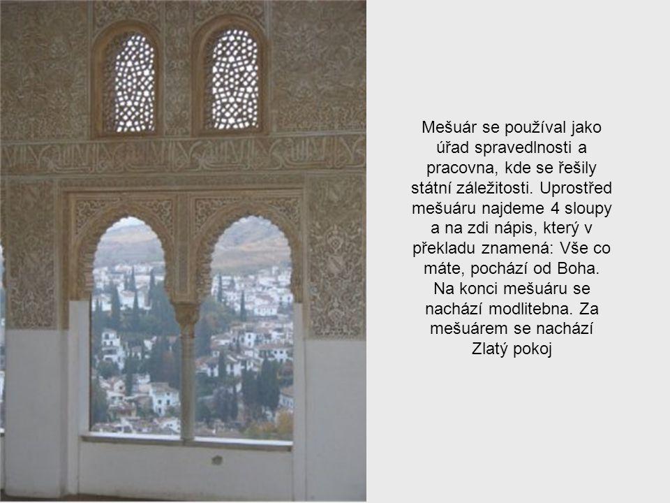 Hlavní nádvoří paláce