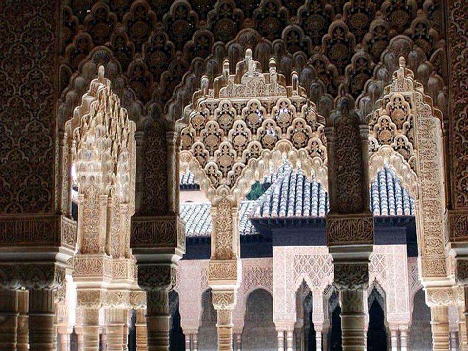 Mezi divy Alhambry patří Síň spravedlnosti, Nádvoří koncilu, Nádvoří vestibulu a královnina převlékárna.