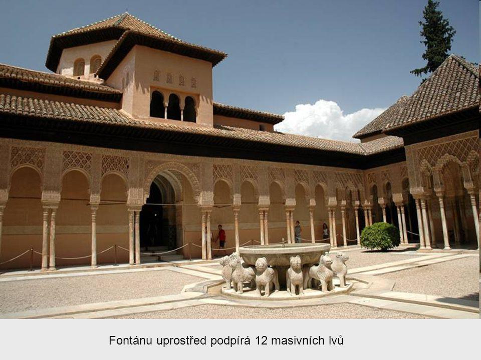 Lví dvůr Nejznámější místo Alhambry - kdysi střed harému (soukromé obydlí krále).