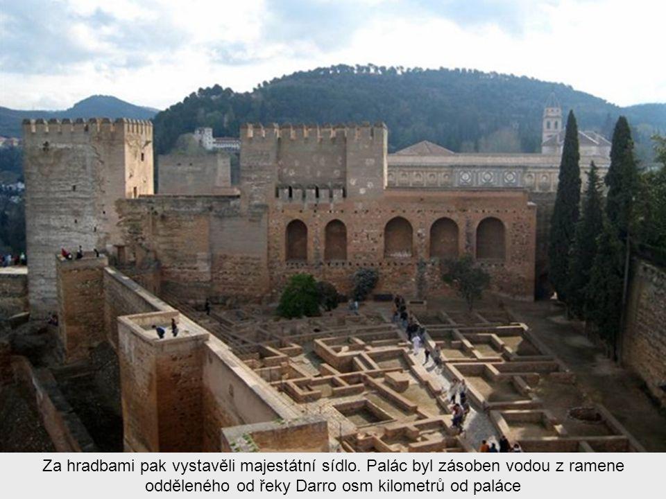 Pevnost postavili v jedenáctém století panovníci z dynastie Ziridianů v době, kdy učinil nasrovský král Ibn al-Ahmar z Granady hlavní město
