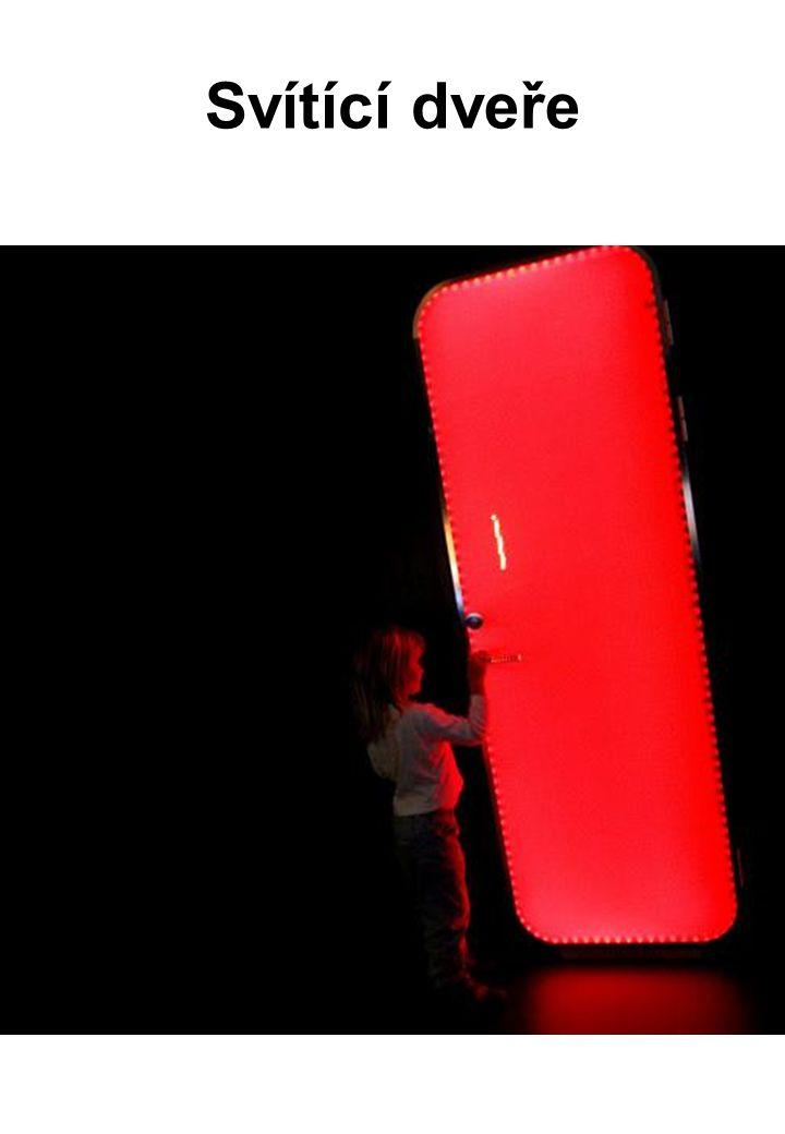 Svítící dveře