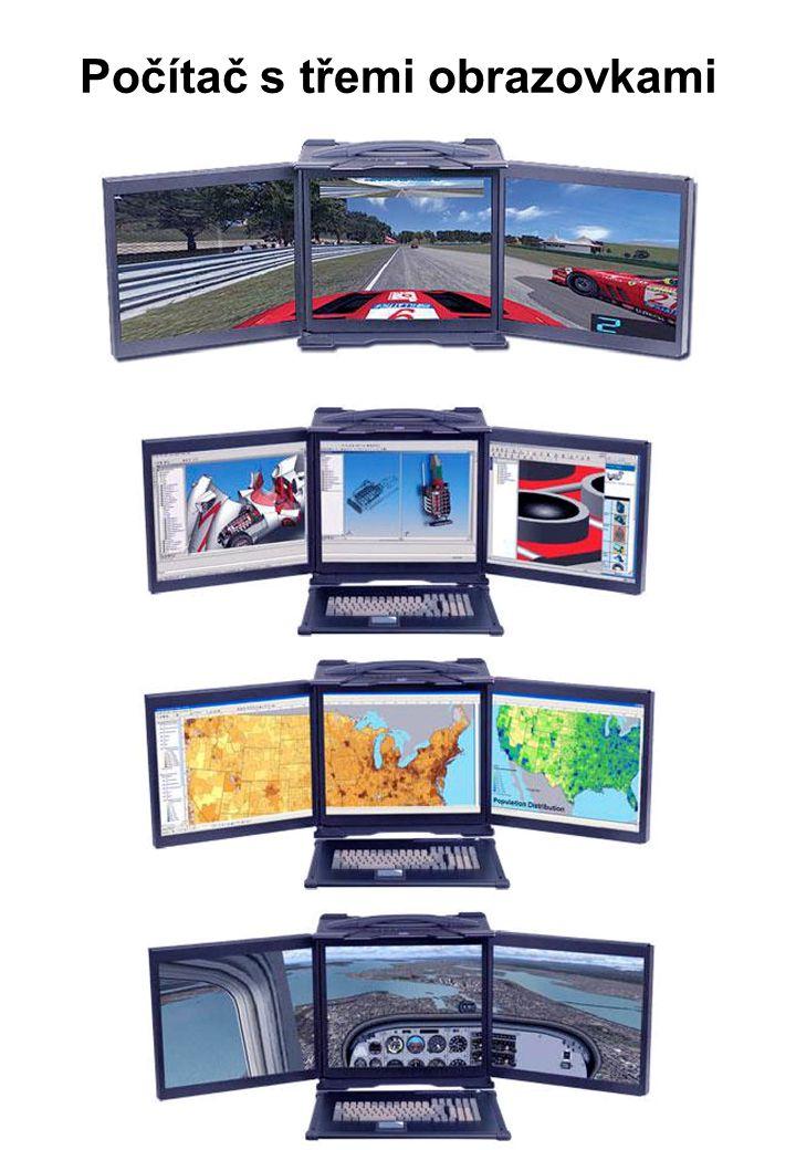 Počítač s třemi obrazovkami