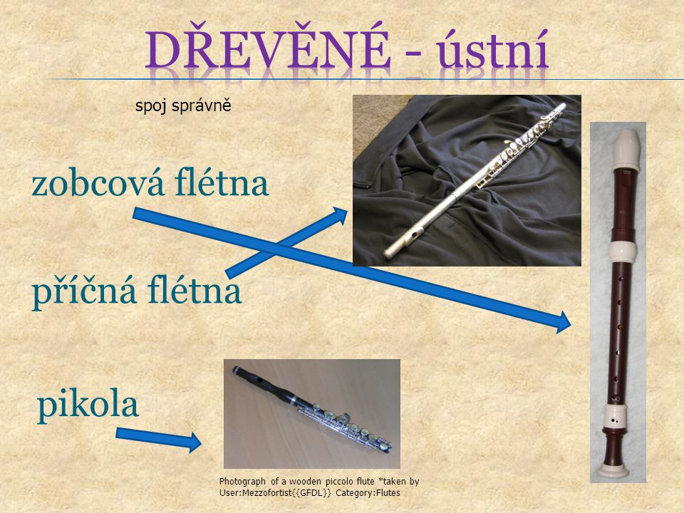 zobcová flétna spoj správně příčná flétna pikola Photograph of a wooden piccolo flute *taken by User:Mezzofortist{{GFDL}} Category:Flutes
