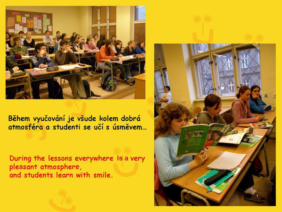 Během vyučování je všude kolem dobrá atmosféra a studenti se učí s úsměvem… During the lessons everywhere is a very ple a sant atmospher e, and studen