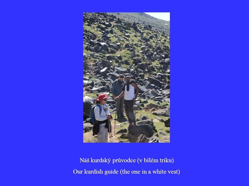 Náš kurdský průvodce (v bílém triku) Our kurdish guide (the one in a white vest)