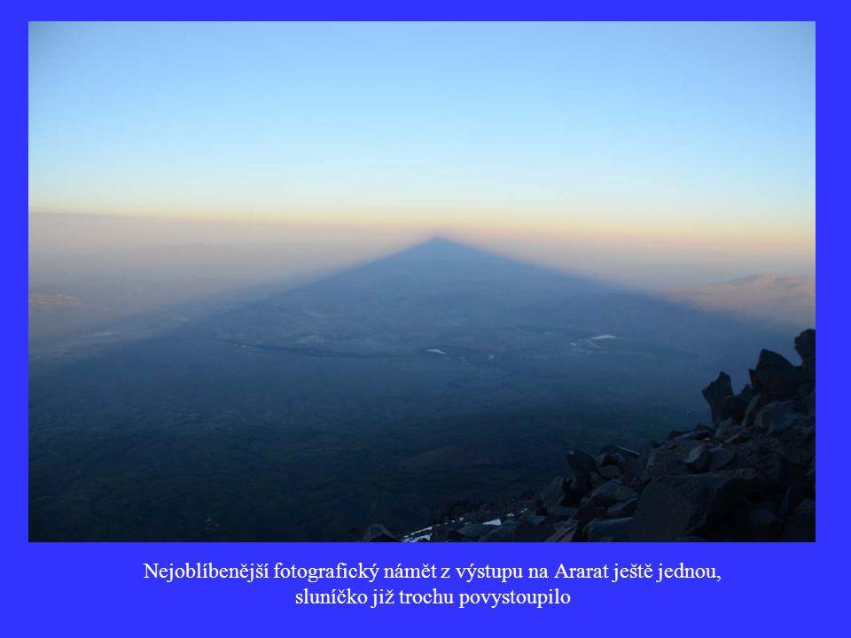 Nejoblíbenější fotografický námět z výstupu na Ararat ještě jednou, sluníčko již trochu povystoupilo