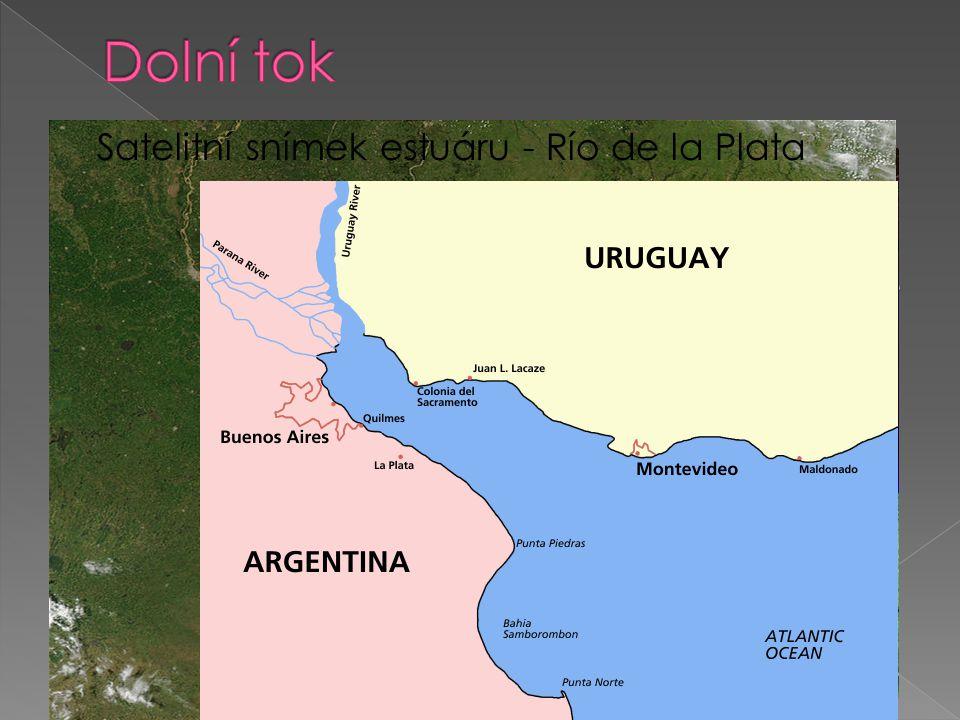  řeky ztrácejí energii  písečné nánosy se hromadí = akumulace  2 typy ústí – delta a estuárium  říční delta – Amazonka, Nil, Dunaj…  Estuárium – Labe, Garonne, Temže Amazonka - delta Satelitní snímek estuáru - Río de la Plata