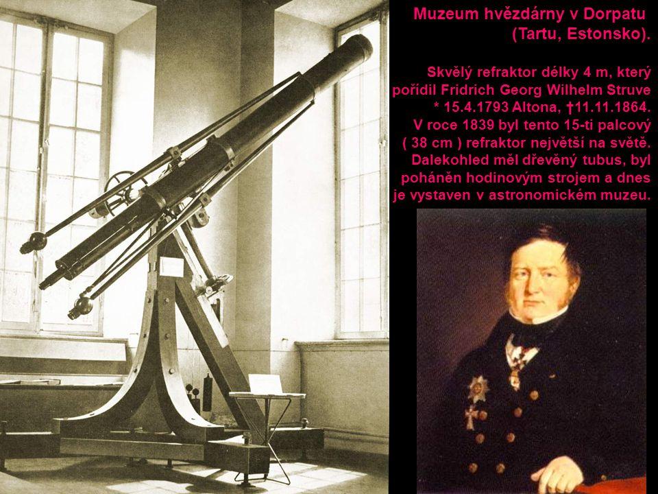 Muzeum hvězdárny v Dorpatu (Tartu, Estonsko). Skvělý refraktor délky 4 m, který pořídil Fridrich Georg Wilhelm Struve * 15.4.1793 Altona, †11.11.1864.