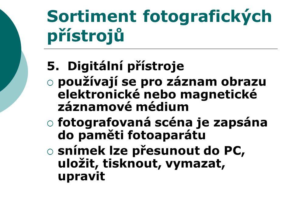 Sortiment fotografických přístrojů 5.