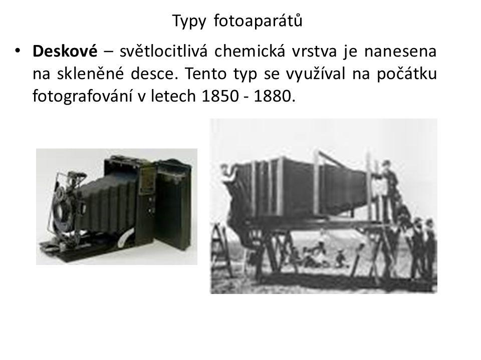 Typy fotoaparátů Deskové – světlocitlivá chemická vrstva je nanesena na skleněné desce. Tento typ se využíval na počátku fotografování v letech 1850 -
