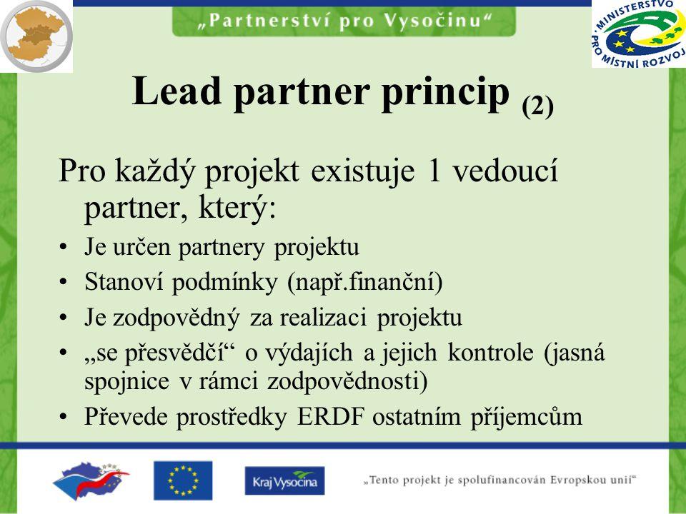 """Lead partner princip (2) Pro každý projekt existuje 1 vedoucí partner, který: Je určen partnery projektu Stanoví podmínky (např.finanční) Je zodpovědný za realizaci projektu """"se přesvědčí o výdajích a jejich kontrole (jasná spojnice v rámci zodpovědnosti) Převede prostředky ERDF ostatním příjemcům"""