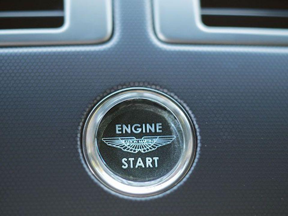 Wankelův motor Vynalezen v padesátých letech 20.století Felixem Wankelem.