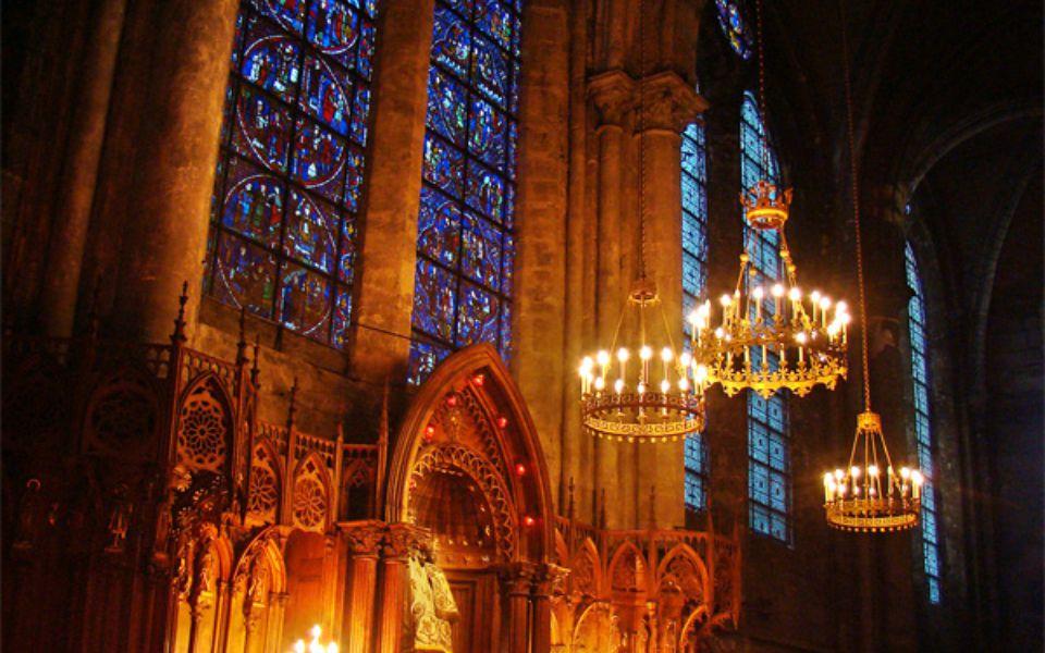 Chrám je zasvěcen Panně Marii, a tak je zde její vyobrazení ve 175 různých podobách.