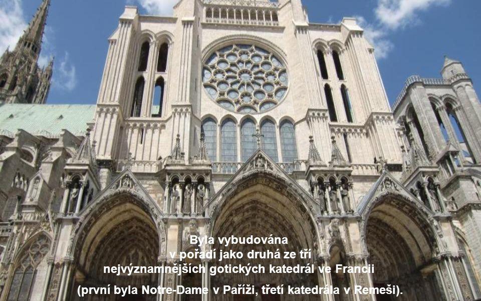 Asi 75 km od Paříže se nachází malebné město Chartres, které se může pyšnit obdivuhodnou katedrálou z 13. století. Je na seznamu světového kulturního