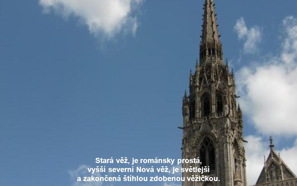 V první polovině 12. století dvě věže katedrály vyhořely, byly tedy nově vybudovány. Ovšem o několik desítek let později katedrála vyhořela znovu.
