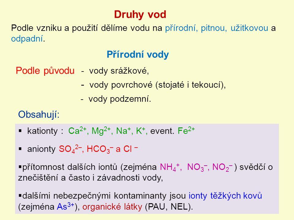 Přírodní vody Podle původu - vody srážkové, Obsahují:  kationty : Ca 2+, Mg 2+, Na +, K +, event. Fe 2+  anionty SO 4 2–, HCO 3 – a Cl –  přítomnos