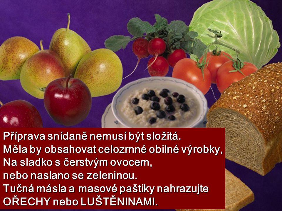 Příprava snídaně nemusí být složitá. Měla by obsahovat celozrnné obilné výrobky, Na sladko s čerstvým ovocem, nebo naslano se zeleninou. Tučná másla a