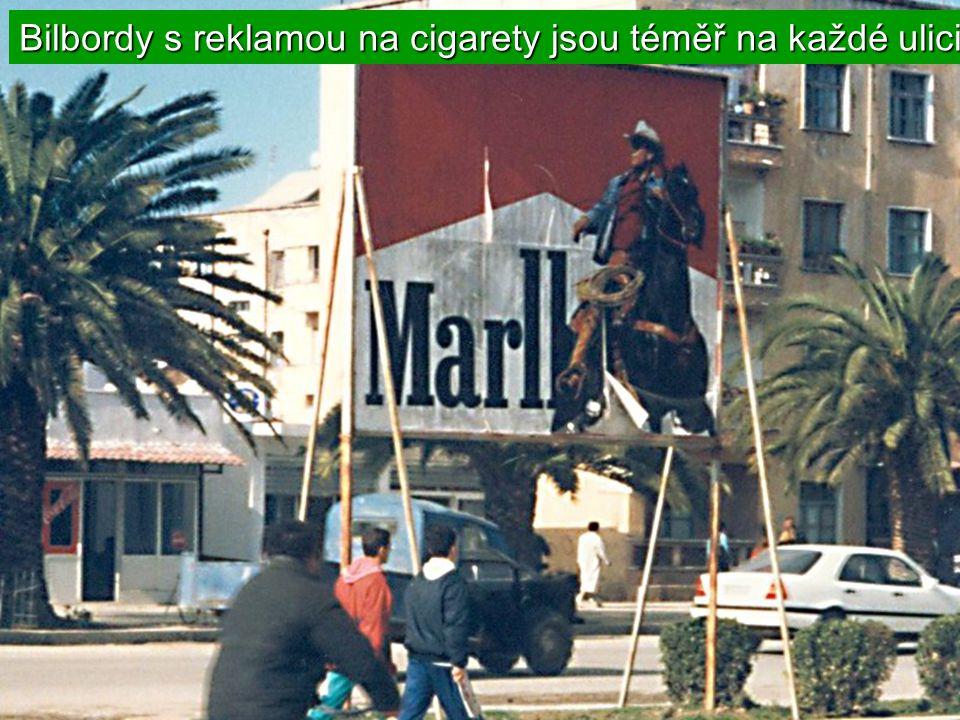 1 из 3 молодых людей курит V moskvě ze 3 mladých lidí 1 kouří.