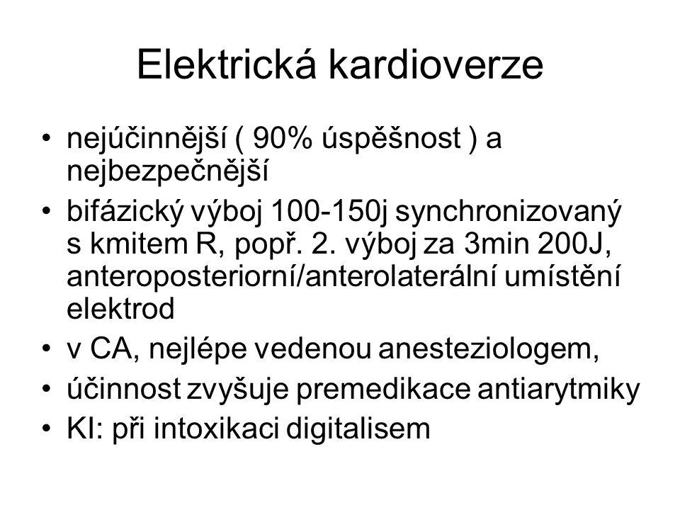 Elektrická kardioverze nejúčinnější ( 90% úspěšnost ) a nejbezpečnější bifázický výboj 100-150j synchronizovaný s kmitem R, popř.