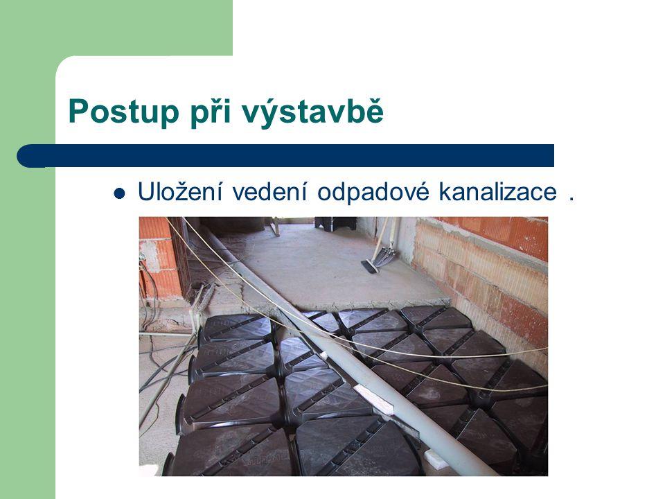 Postup při výstavbě Uložení vedení odpadové kanalizace.