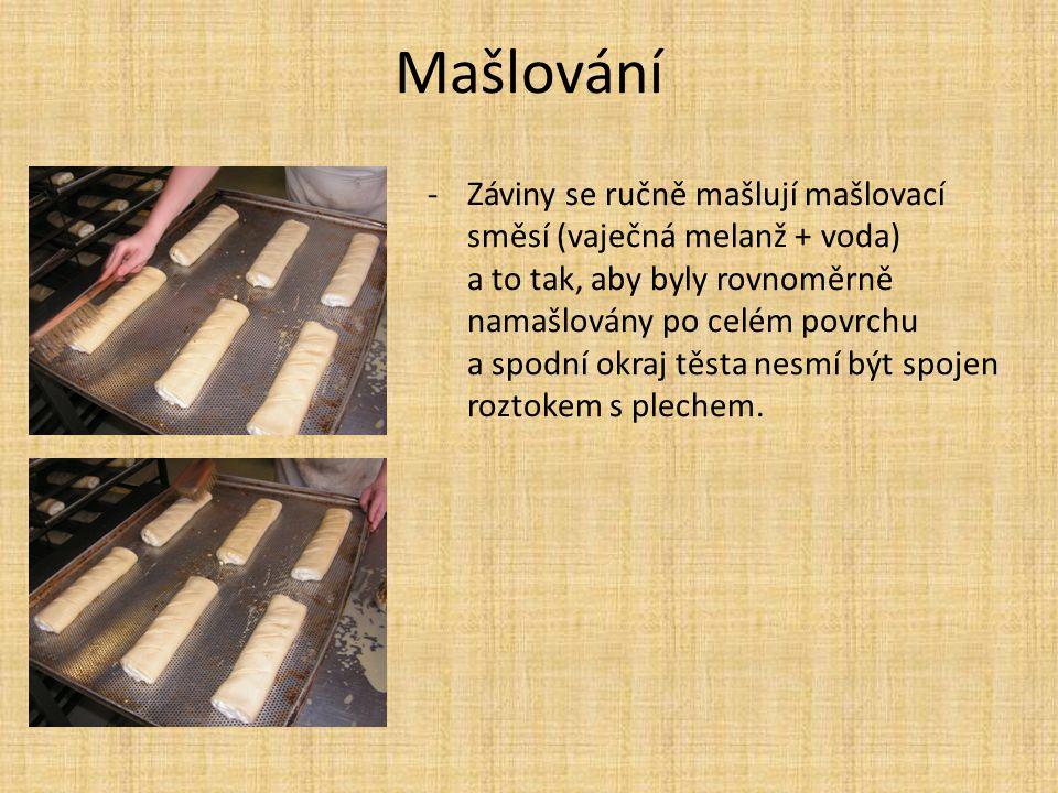 Mašlování -Záviny se ručně mašlují mašlovací směsí (vaječná melanž + voda) a to tak, aby byly rovnoměrně namašlovány po celém povrchu a spodní okraj t
