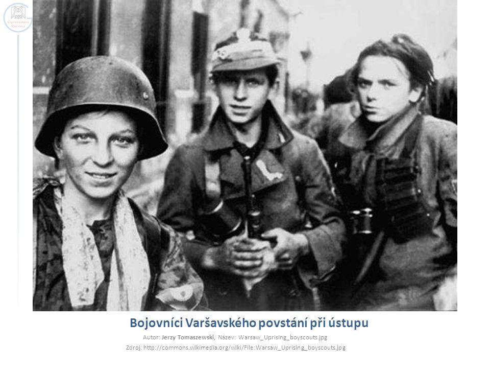 Bojovníci Varšavského povstání při ústupu Autor: Jerzy Tomaszewski, Název: Warsaw_Uprising_boyscouts.jpg Zdroj: http://commons.wikimedia.org/wiki/File