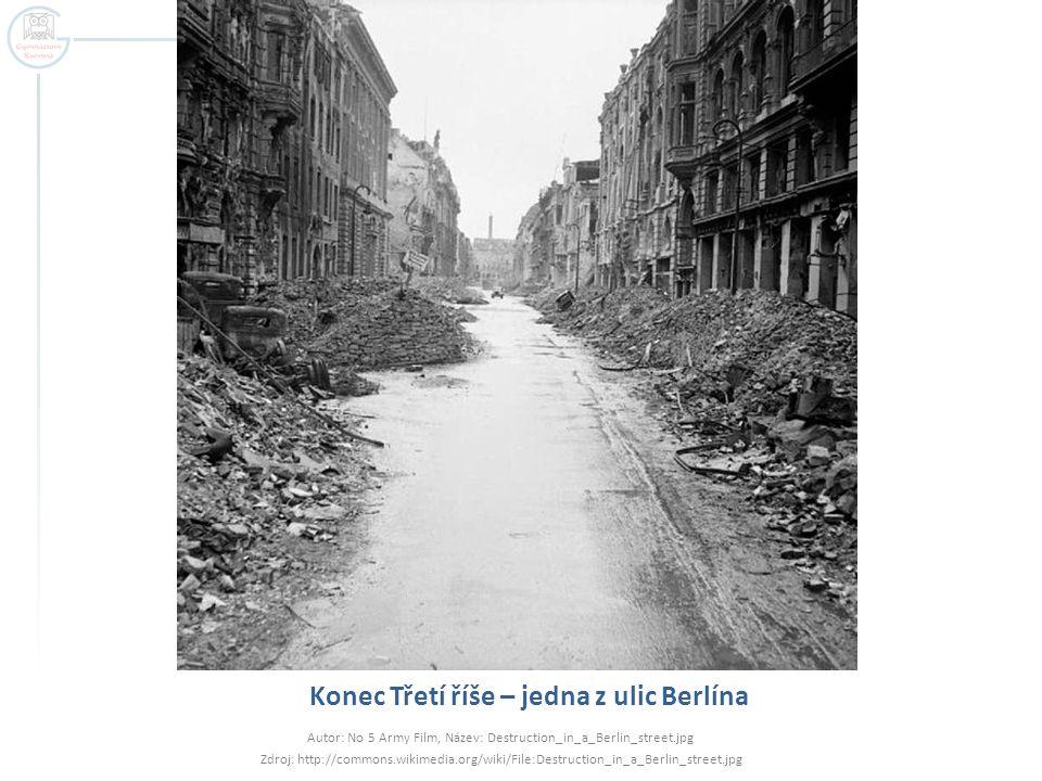 Konec Třetí říše – jedna z ulic Berlína Autor: No 5 Army Film, Název: Destruction_in_a_Berlin_street.jpg Zdroj: http://commons.wikimedia.org/wiki/File