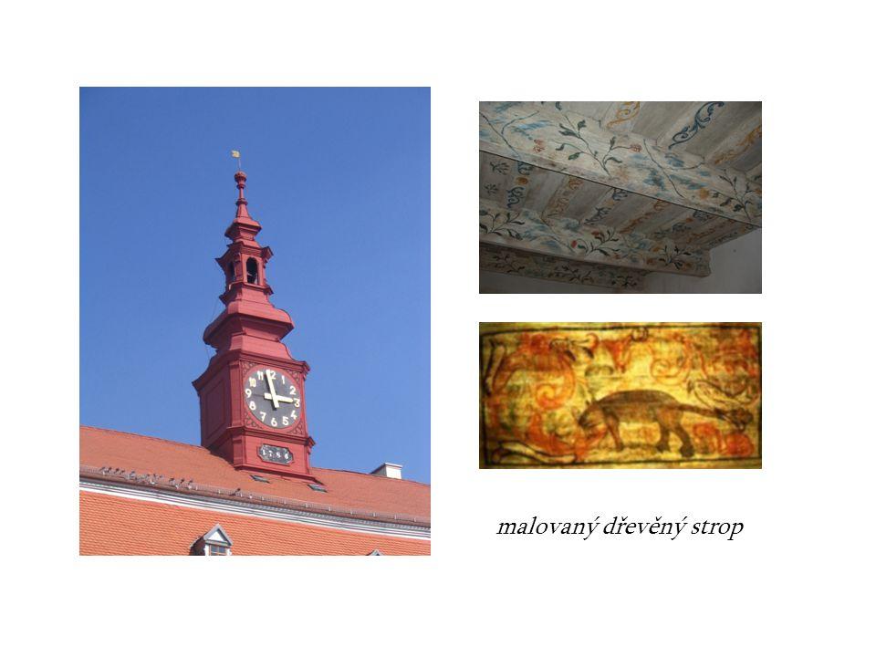 malovaný dřevěný strop