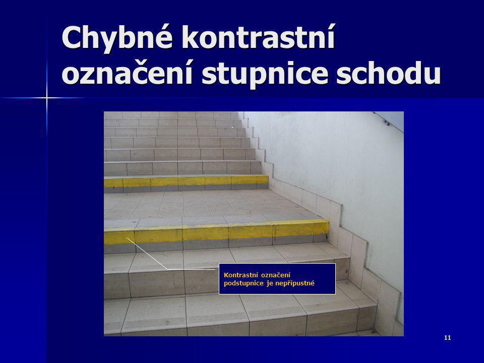 11 Chybné kontrastní označení stupnice schodu Kontrastní označení podstupnice je nepřípustné