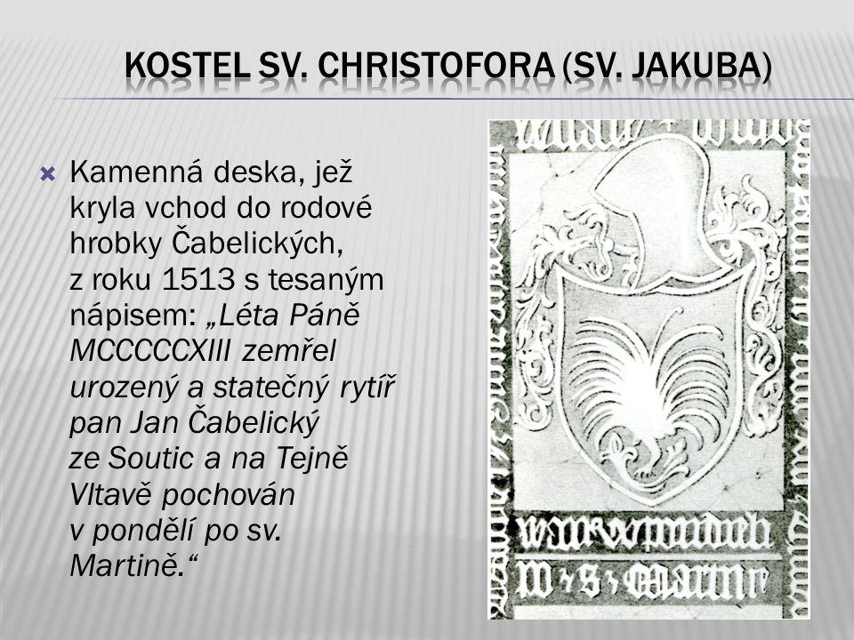 """ Kamenná deska, jež kryla vchod do rodové hrobky Čabelických, z roku 1513 s tesaným nápisem: """"Léta Páně MCCCCCXIII zemřel urozený a statečný rytíř pa"""