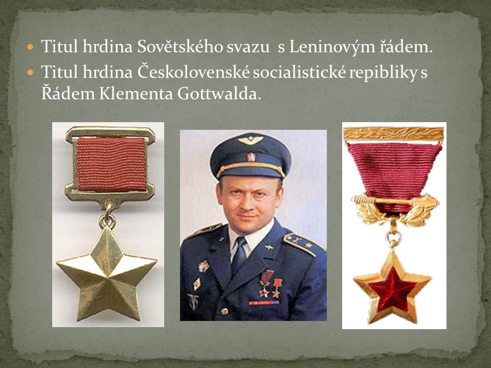 Titul hrdina Sovětského svazu s Leninovým řádem. Titul hrdina Českolovenské socialistické repibliky s Řádem Klementa Gottwalda.