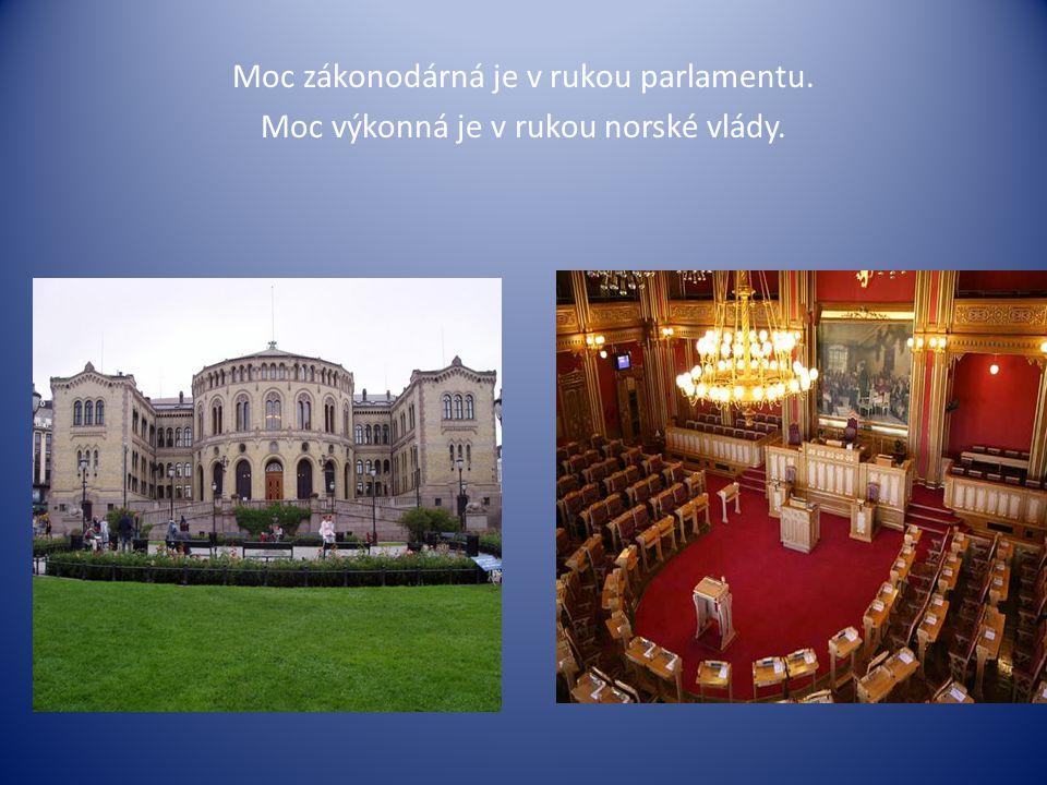 Moc zákonodárná je v rukou parlamentu. Moc výkonná je v rukou norské vlády.