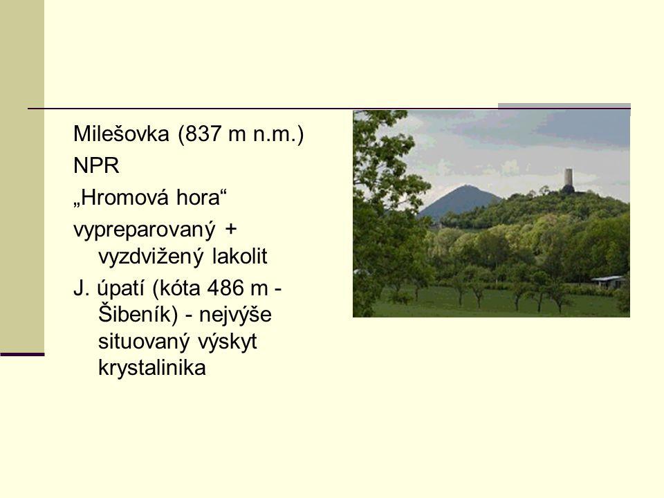 """Milešovka (837 m n.m.) NPR """"Hromová hora"""" vypreparovaný + vyzdvižený lakolit J. úpatí (kóta 486 m - Šibeník) - nejvýše situovaný výskyt krystalinika"""