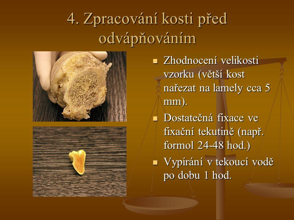 4. Zpracování kosti před odvápňováním Zhodnocení velikosti vzorku (větší kost nařezat na lamely cca 5 mm). Dostatečná fixace ve fixační tekutině (např