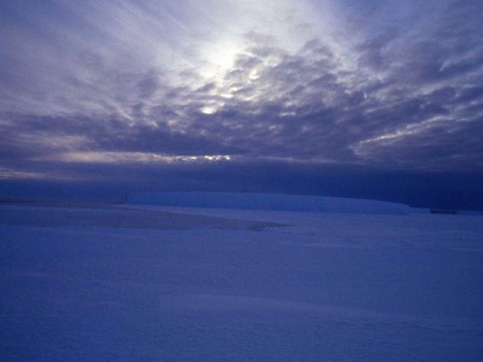 Během letních měsíců s vrcholem léta v lednu je světlo téměř 24 hodin denně, zatímco v zimním období mohou být dny, kdy je 24 hodin polární noc s pološerem nebo s naprostou tmou.
